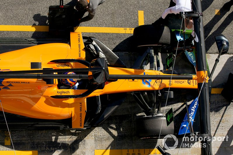 Carlos Sainz Jr., McLaren MCL34, stops in his pit area