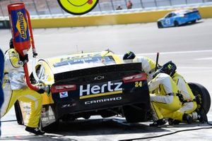 William Byron, Hendrick Motorsports, Chevrolet Camaro Hertz, makes a pit stop