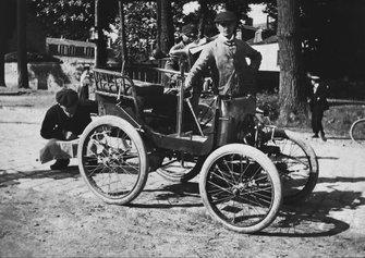 St. Germain, París, Francia. 1 de septiembre de 1899 A De Dion Sociables car, Ostend Race
