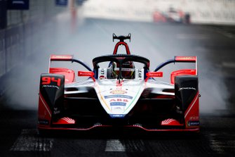 Pascal Wehrlein, Mahindra Racing, M5 Electro, locks up a tyre