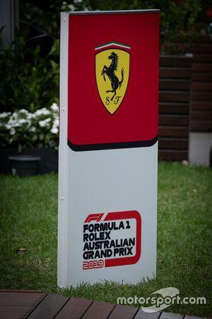 Щит Ferrari в паддоке