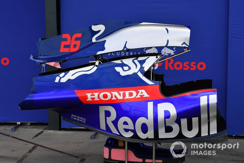 Daniil Kvyat's Toro Roso STR14 bodywork in the pit lane
