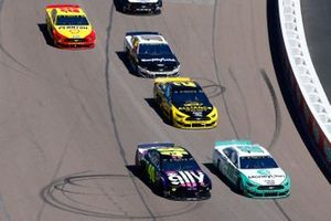 Ryan Blaney, Team Penske, Ford Mustang MoneyLion, Jimmie Johnson, Hendrick Motorsports, Chevrolet Camaro Ally