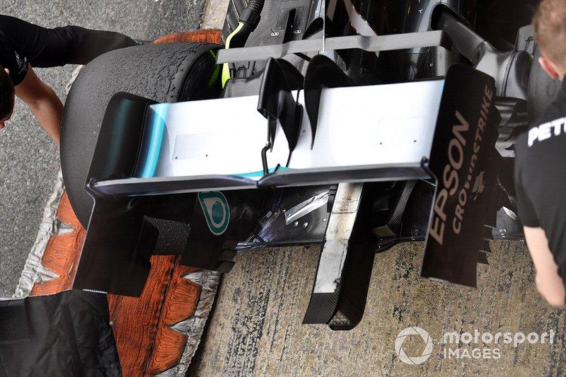 Mercedes-AMG F1 W10 arka kanat