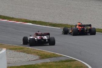 Kimi Raikkonen, Alfa Romeo Racing C38 en Max Verstappen, Red Bull Racing RB15