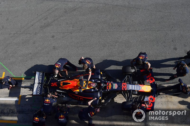 Red Bull Racing mechanics and Max Verstappen, Red Bull Racing RB15