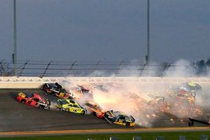 Cars scatter in turn 4 after a crash