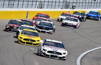 Brad Keselowski, Team Penske, Ford Mustang Discount Tire and Joey Logano, Team Penske, Ford Mustang Pennzoil