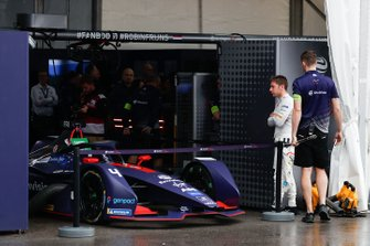 Robin Frijns, Envision Virgin Racing waits beside his Audi e-tron FE05 in the pit lane