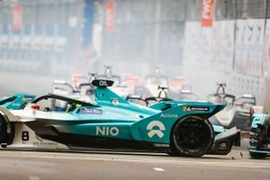 Nelson Piquet Jr., Panasonic Jaguar Racing, Jaguar I-Type 3 goes into the back of Tom Dillmann, NIO Formula E Team, NIO Sport 004