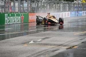 Jean-Eric Vergne, DS TECHEETAH, DS E-Tense FE19 spins just before crossing the line