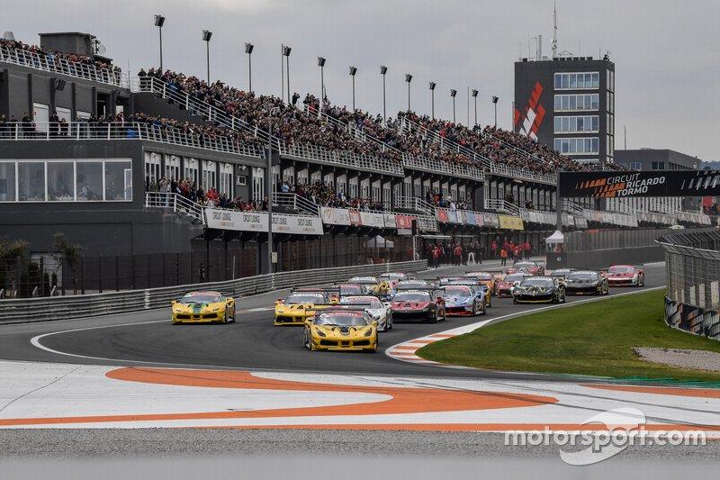 La partenza di Gara 1 Trofeo Pirelli