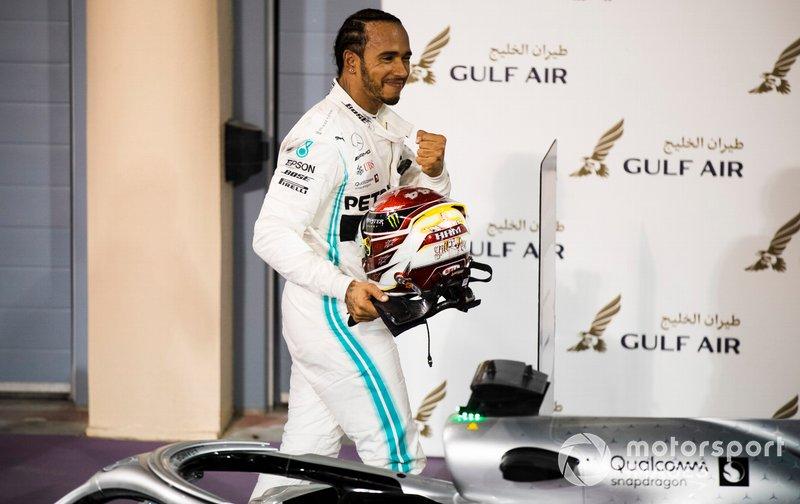 Lewis Hamilton, Mercedes AMG F1, vincitore, al Parco Chiuso