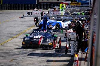 #911 Park Place Motorsports Porsche 911 GT3 R: Romain Dumas, Mathieu Jaminet, Sven Müller