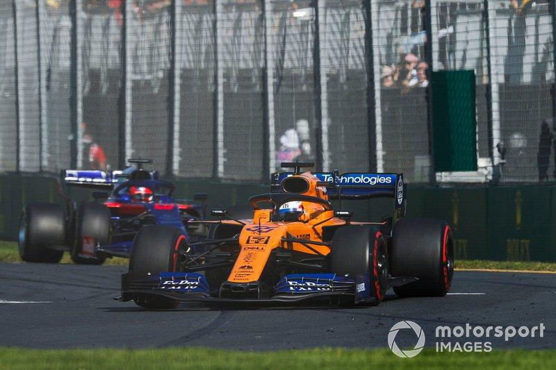 Carlos Sainz Jr., McLaren MCL34, Daniil Kvyat, Toro Rosso STR14