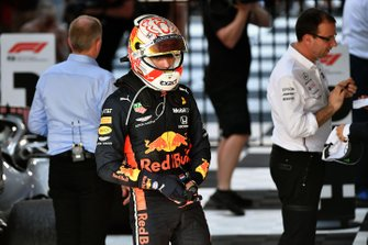 Le troisième, Max Verstappen, Red Bull Racing, dans le Parc Fermé
