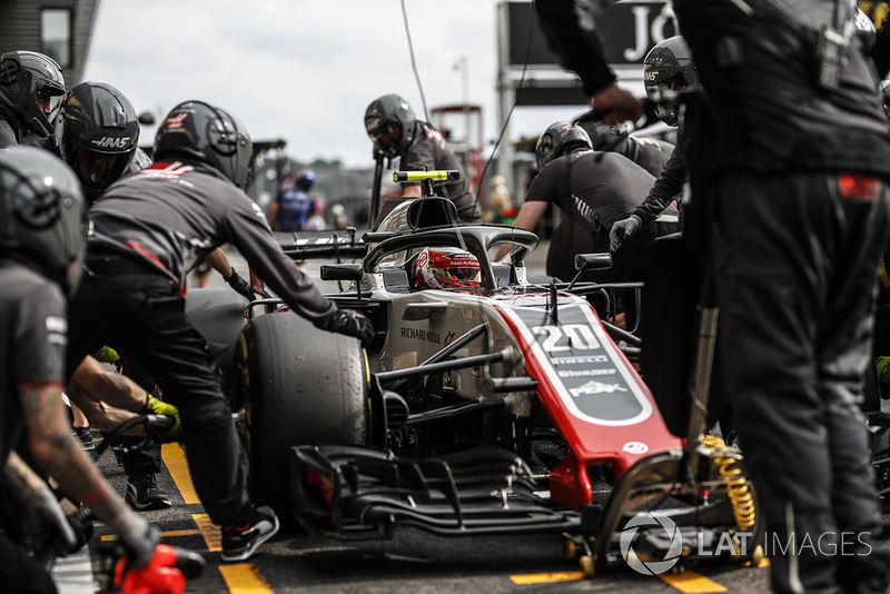 Kevin Magnussen, Haas F1 Team VF-18 pit stop