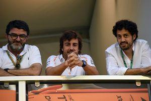 Fernando Alonso, McLaren met manager Luis Garcia Abad en Alberto Fernandez