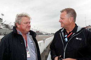 Sebastien Bourdais, Dale Coyne Racing with Vasser-Sullivan Honda team owner Dale Coyne and Jay Frye of IndyCar