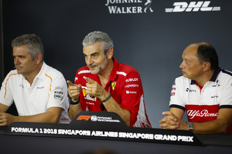 Gil de Ferran, Sporting Director, McLaren, Maurizio Arrivabene, Team Principal, Ferrari, and Frederic Vasseur, Team Principal, Sauber, in the Friday press conference