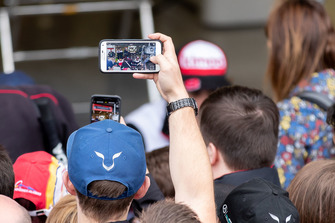 #8 Toyota Gazoo Racing Toyota TS050: Fernando Alonso with fans