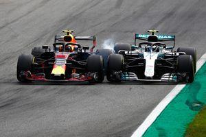 Max Verstappen, Red Bull Racing RB14 Tag Heuer, battles hard with Valtteri Bottas, Mercedes AMG F1 W09