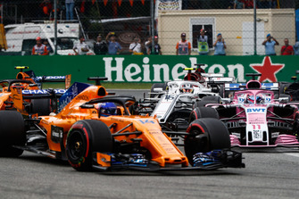 Fernando Alonso, McLaren MCL33, leads Sergio Perez, Racing Point Force India VJM11, Stoffel Vandoorne, McLaren MCL33, and Charles Leclerc, Sauber C37, at the start