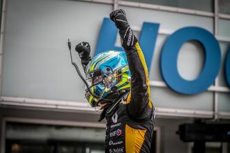 Il vincitore della gara Max Fewtrell, R-Ace GP