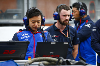 A Toro Rosso Honda engineer at work