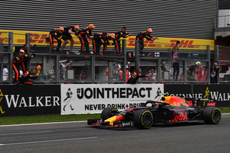 Max Verstappen, Red Bull Racing RB14 crosses the line
