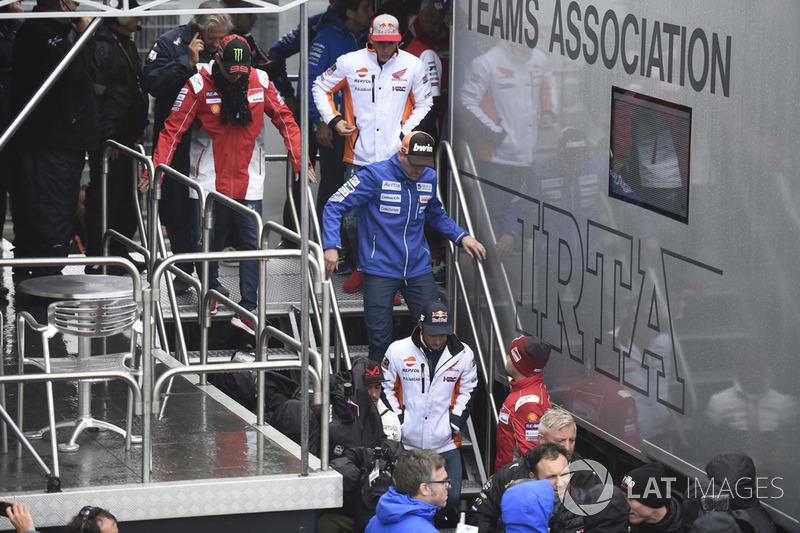Xavier Simeon, Avintia Racing, saliendo de la reunión de seguridad