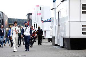 Lance Stroll, Williams Racing, dans le paddock