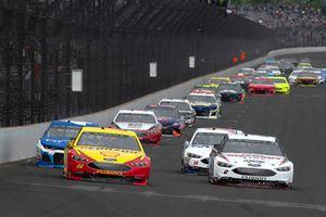 Brad Keselowski, Team Penske, Ford Fusion Discount Tire and Joey Logano, Team Penske, Ford Fusion Shell Pennzoil