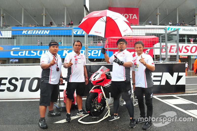 #7 Astra Honda Racing Team