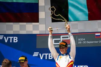 Podium: race winner Leonardo Pulcini, Campos Racing
