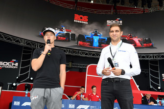 Vitaly Petrov on stage with Nikita Mazepin, GP3 driver