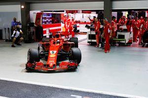 Sebastian Vettel, Ferrari SF71H, lascia il garage