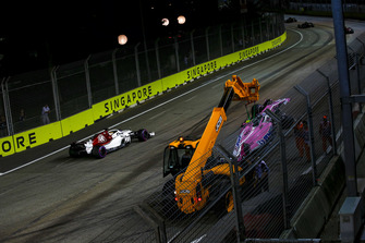 Marcus Ericsson, Sauber C37 passes the crashed car of Esteban Ocon, Racing Point Force India VJM11