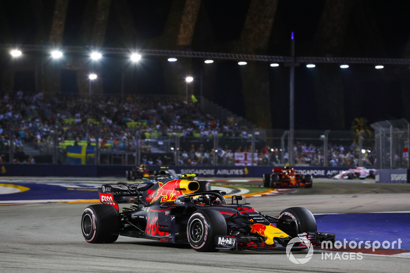 Max Verstappen, Red Bull Racing RB14, Valtteri Bottas, Mercedes AMG F1 W09 EQ Power+, y Kimi Raikkonen, Ferrari SF71H