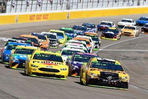 Erik Jones, Joe Gibbs Racing, Toyota Camry DeWalt, Joey Logano, Team Penske, Ford Fusion Shell Pennzoil
