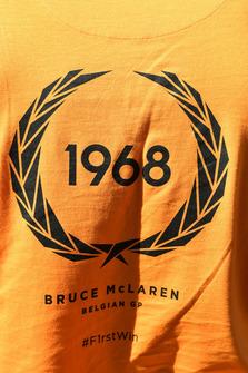 Logo commemorativo della prima vittoria di Bruce McLaren con una McLaren