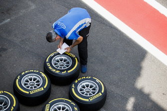 Carlin mechanics, Pirelli tyres