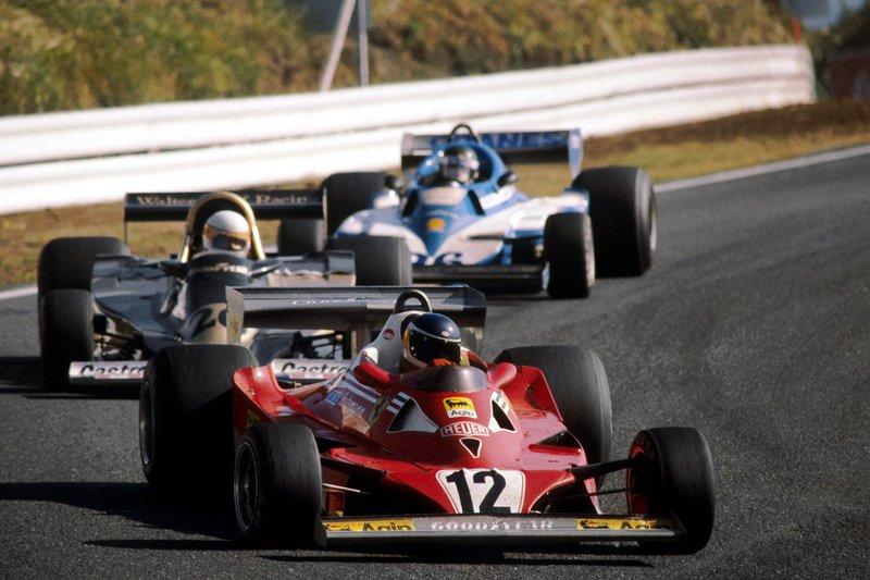 Carlos Reutemann, Ferrari 312T2, Jacques Laffite, Ligier JS7 y Jody Scheckter, Wolf WR1