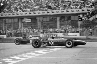 Jim Clark, Lotus 49 Ford leads Denny Hulme, Brabham BT24 Repco