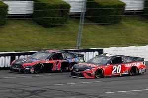 Clint Bowyer, Stewart-Haas Racing, Ford Mustang Mobil 1 and Erik Jones, Joe Gibbs Racing, Toyota Camry Craftsman