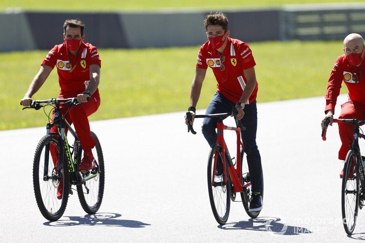 Charles Leclerc, Ferrari in bici sulla pista