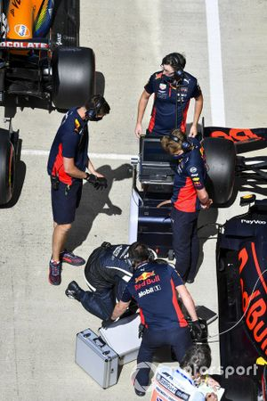 Mechanics with the car of Max Verstappen, Red Bull Racing RB16, in Parc Ferme