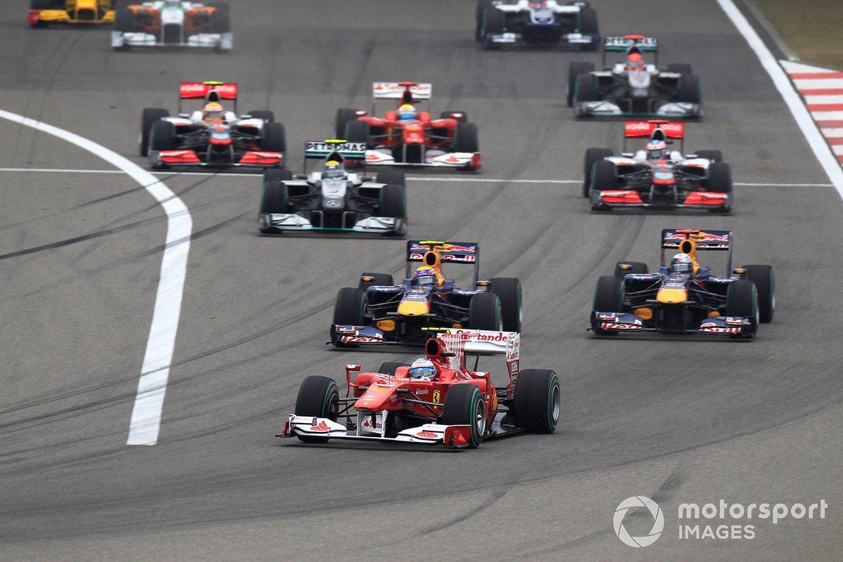 Fernando Alonso, Ferrari F10 líder al inicio