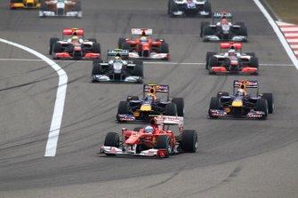 Fernando Alonso, Ferrari F10 leads at the start