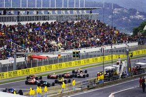 Nigel Mansell, Williams FW14B Renault, leads Riccardo Patrese, Williams FW14B Renault, Jean Alesi, Ferrari F92A, Ayrton Senna, McLaren MP4-7A Honda, Michael Schumacher, Benetton B192 Ford, Ivan Capelli, Ferrari F92A, Gerhard Berger, McLaren MP4-7A Honda, and Karl Wendlinger, March CG911 Ilmor, at the start